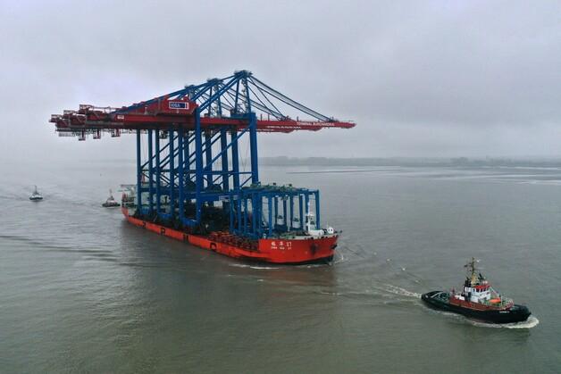 Port Hamburg przygotowuje się do przyjęcia największych kontenerowców świata - GospodarkaMorska.pl