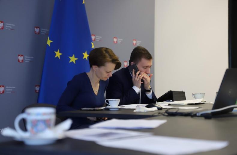 """MR: we wtorek rusza cykl wideokonferencji """"Tarcza antykryzysowa dla biznesu"""" - GospodarkaMorska.pl"""