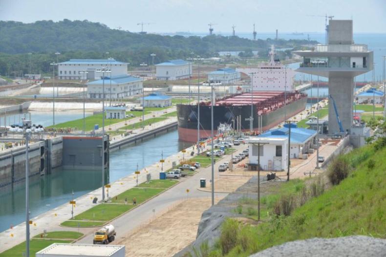 Pierwszy masowiec już przekroczył rozbudowany Kanał Panamski (foto) - GospodarkaMorska.pl