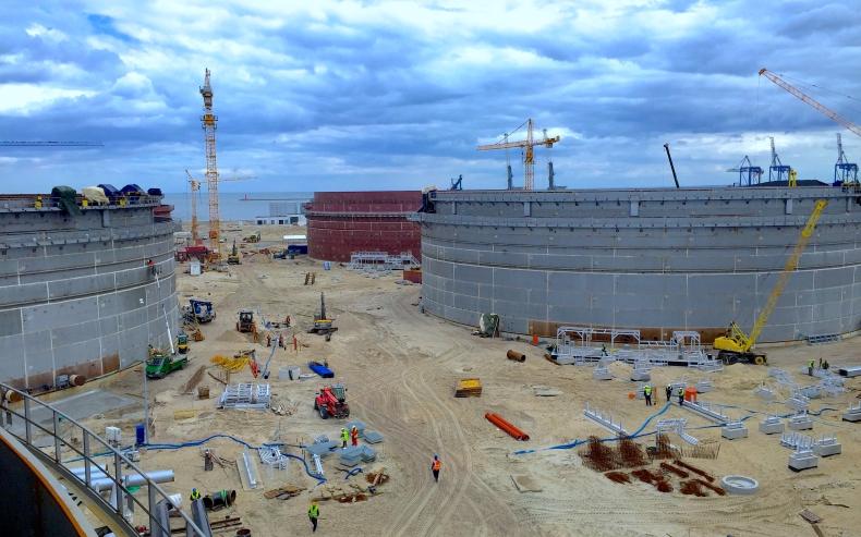 Relacja z budowy Terminalu Naftowego PERN - GospodarkaMorska.pl