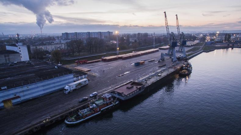 110-metrowy kadłub na inspekcji w Gdańsku. Jest wart kilka milionów złotych - GospodarkaMorska.pl