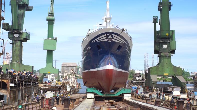 Wodowanie trawlera rybackiego Rockall w SR Nauta - GospodarkaMorska.pl