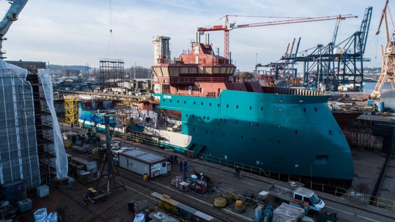 Stocznia CRIST zbudowała kadłub nowoczesnego statku do obsługi morskich farm wiatrowych - GospodarkaMorska.pl