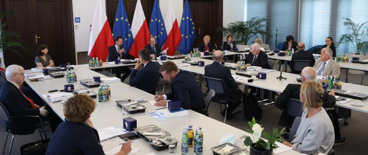 Inauguracyjne posiedzenie Państwowej Rady Gospodarki Wodnej 5. kadencji - GospodarkaMorska.pl
