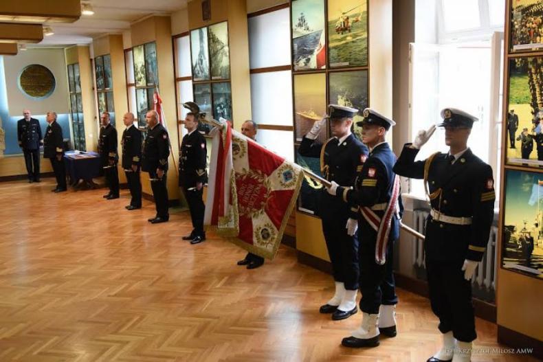 Uroczystość wręczenia wyróżnień z okazji Święta Marynarki Wojennej - GospodarkaMorska.pl