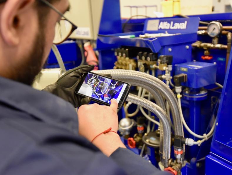 Alfa Laval zwiększa jakość serwisu w terenie dzięki IFS Remote Assistance - GospodarkaMorska.pl