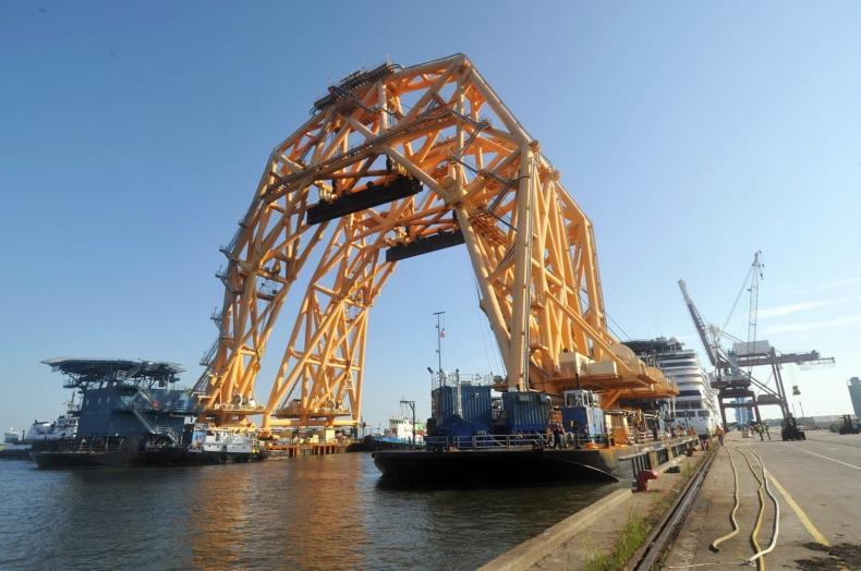 Ogromny statek dźwigowy VB-10000 przygotowuje się do wydobycia wraku Golden Ray - GospodarkaMorska.pl