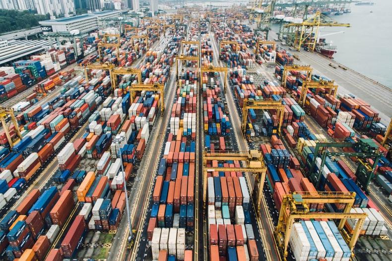 Armatorzy kontenerowi muszą liczyć się z mocnymi wahaniami stawek frachtowych - GospodarkaMorska.pl