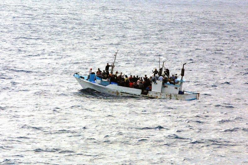 Turcja: Zatrzymano łódź z blisko 280 migrantami na pokładzie - GospodarkaMorska.pl