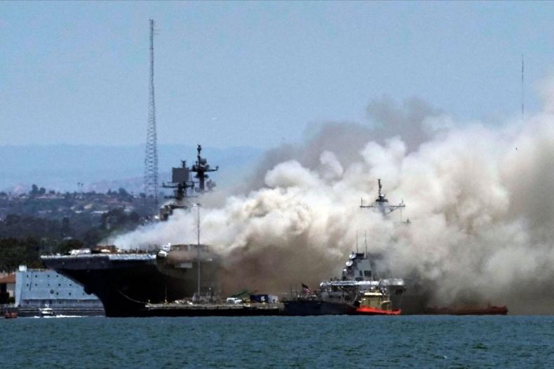 Ranni w wyniku pożaru okrętu wojennego USA - GospodarkaMorska.pl