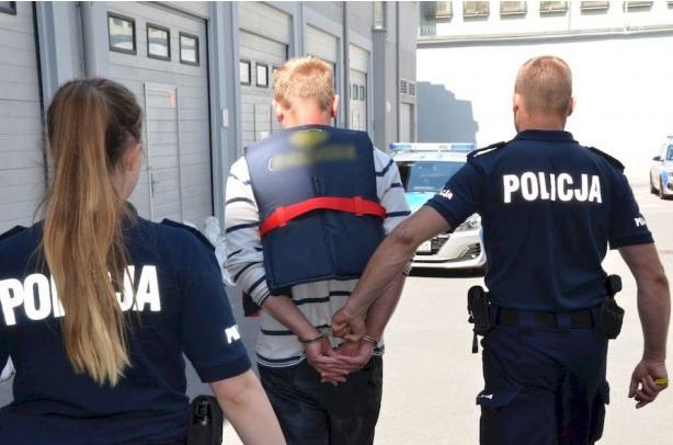 Gdańsk: Pijany uciekał przed policją na skuterze wodnym - GospodarkaMorska.pl