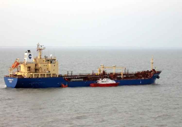 13 marynarzy porwanych przez piratów w Zatoce Gwinejskiej - GospodarkaMorska.pl
