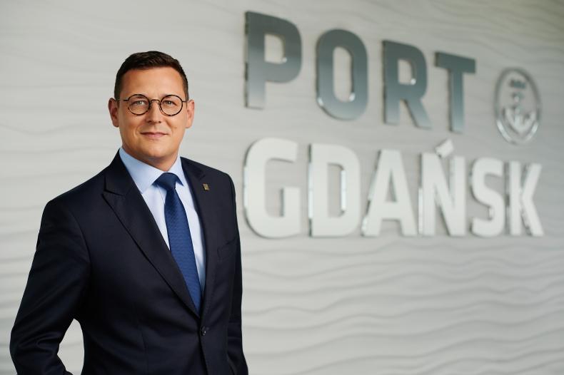 """Port Gdańsk: wkrótce powiemy ogólnoświatowe """"sprawdzam"""" (wywiad wideo)  - GospodarkaMorska.pl"""