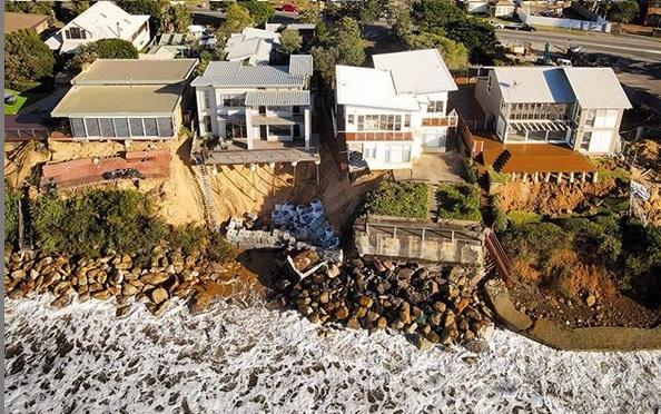 Luksusowe domy w Australii zaczęły wpadać do oceanu - GospodarkaMorska.pl
