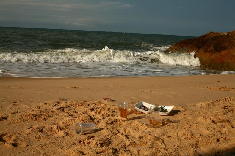 Ilość plastiku w oceanach potroi się do 2040 - najnowsze badanie - GospodarkaMorska.pl