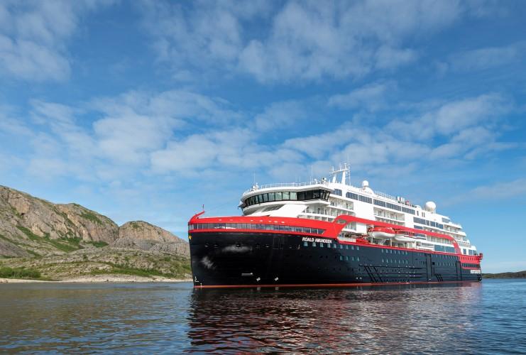 Norwegia: 33 członków załogi wycieczkowca zakażonych jest SARS-CoV-2 - GospodarkaMorska.pl