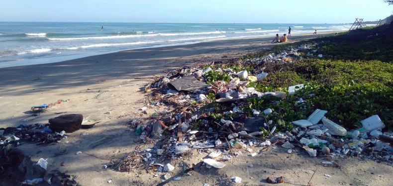 Bank Plastiku rozwiązaniem na zanieczyszczenie mórz i oceanów  - GospodarkaMorska.pl