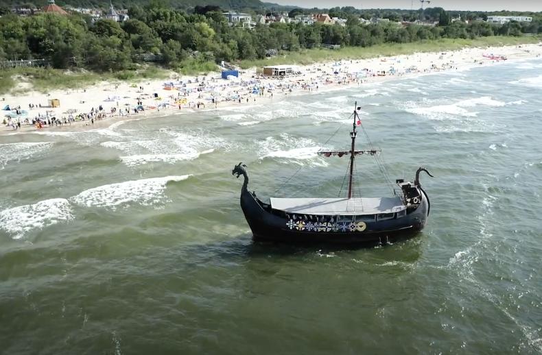 W Międzyzdrojach ewakuowano pasażerów ze statku, który wszedł na mieliznę [wideo] - GospodarkaMorska.pl