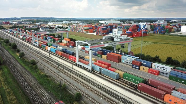 DB Cargo Polska partnerem A.P.  Moller - Maersk - rozwój towarowego transportu kolejowego na osi północ-południe - GospodarkaMorska.pl