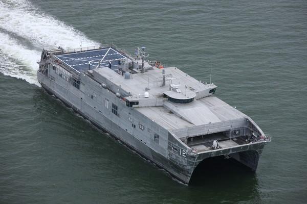 Szybki katamaran transportowy USNS Newport przeszedł próby morskie - GospodarkaMorska.pl