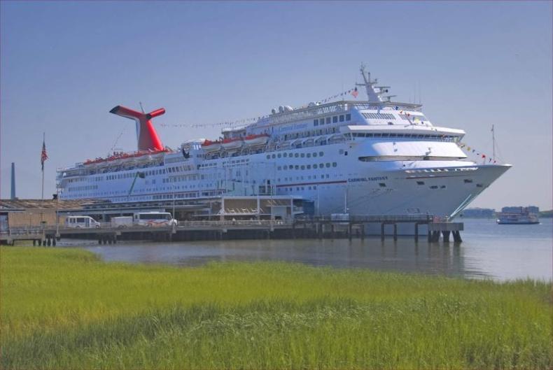 Carnival potwierdził sprzedaż dwóch statków na złom - GospodarkaMorska.pl