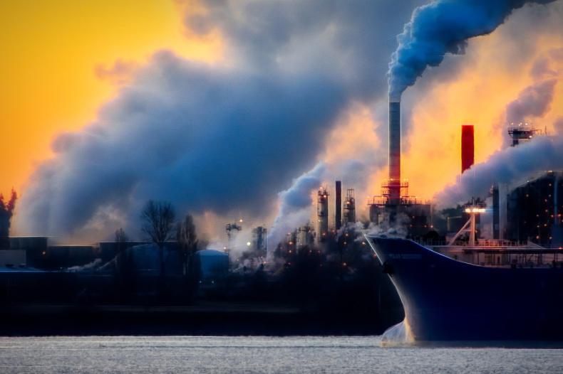 Przegląd największych eminentów CO2 - GospodarkaMorska.pl