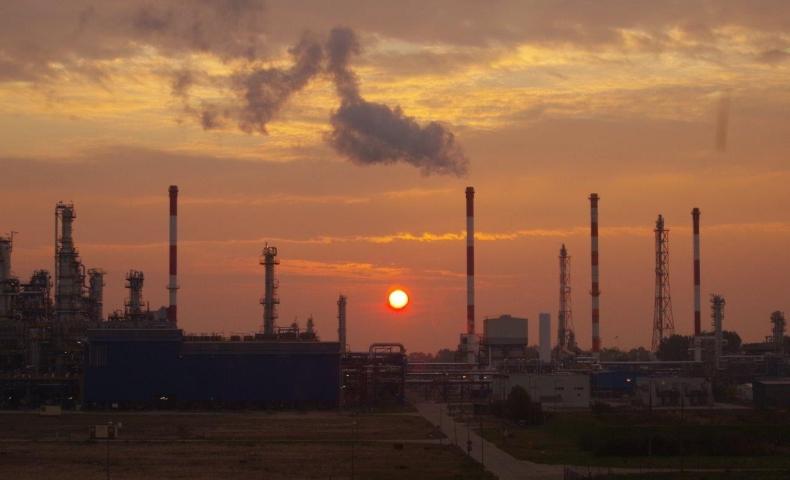 LOTOS zdalnie monitoruje wpływ pracy rafinerii na środowisko  - GospodarkaMorska.pl