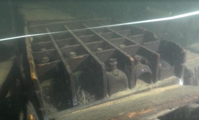 Wydobyto pierwsze artefakty z przypadkowo odkrytego przez nurków wraku z XVIII wieku [wideo] - GospodarkaMorska.pl