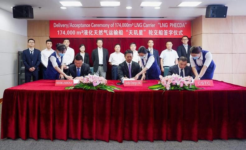 Chińska stocznia dostarczyła trzeci tankowiec dla projektu Jamał LNG - GospodarkaMorska.pl