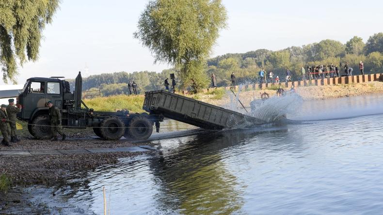 Gen. Owczarek o moście pontonowym na Wiśle  - GospodarkaMorska.pl