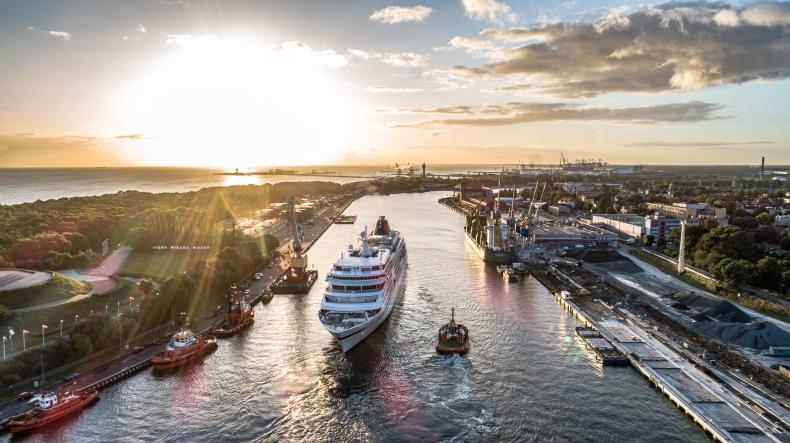 Do Portu Gdańsk wpłynął pierwszy wycieczkowiec w tym sezonie [foto, wideo] - GospodarkaMorska.pl