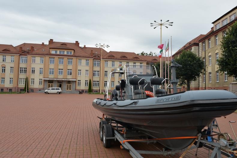 Nowa łódź typu RIB w Akademii Marynarki Wojennej  - GospodarkaMorska.pl