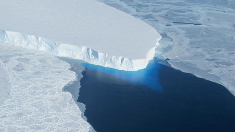 Antarktyczny lodowiec Thwaites topnieje coraz szybciej - GospodarkaMorska.pl