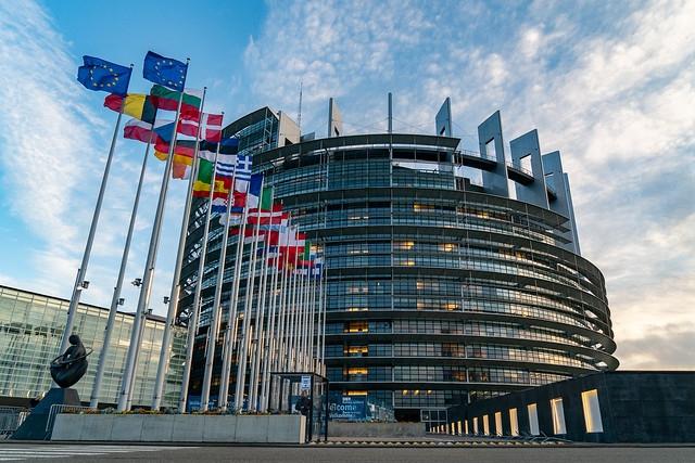 Parlament Europejski chce, by statki płaciły za swoje zanieczyszczenia - GospodarkaMorska.pl