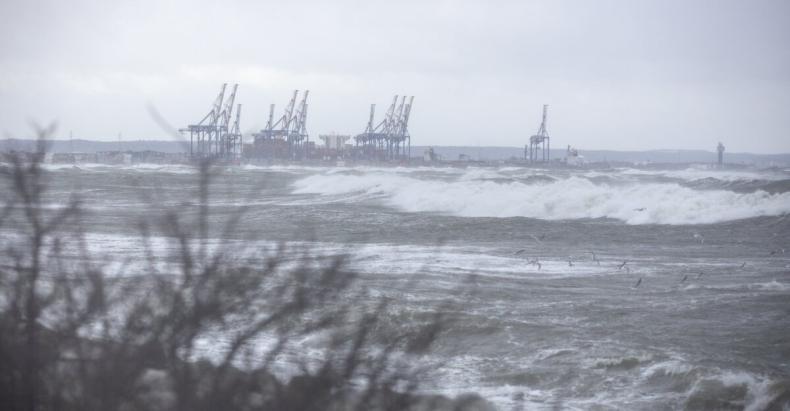 Ostrzeżenie: wezbranie wód z przekroczeniem stanów ostrzegawczych nad Bałtykiem - GospodarkaMorska.pl