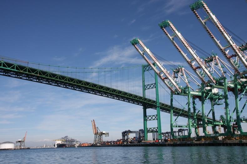 Port Long Beach mocno obniża emisję zanieczyszczeń - GospodarkaMorska.pl