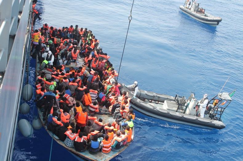 Ponad 430 migrantów przypłynęło na Lampedusę - GospodarkaMorska.pl