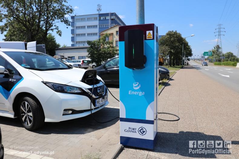 Pierwsza w Polsce stacja ładowania na słupie oświetleniowym Energi w Porcie Gdynia - GospodarkaMorska.pl