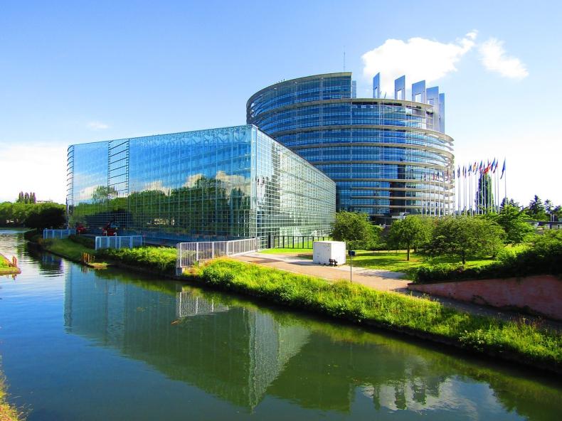 Uwaga: Petycja w imieniu marynarzy wysłana do Parlamentu Europejskiego (wideo) - GospodarkaMorska.pl