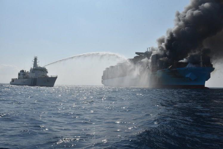 Jest raport w sprawie ogromnego pożaru na Maersk Honam  - GospodarkaMorska.pl