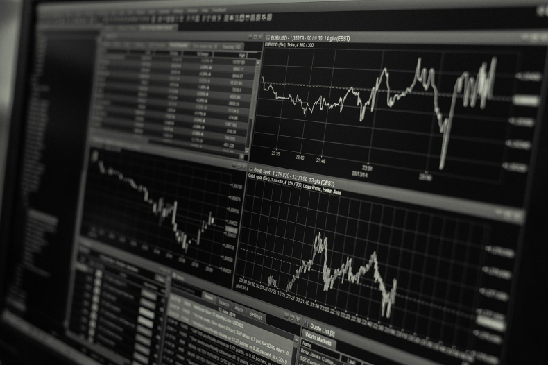 Ceny ropy spadają po znacznym wzroście jej zapasów - GospodarkaMorska.pl