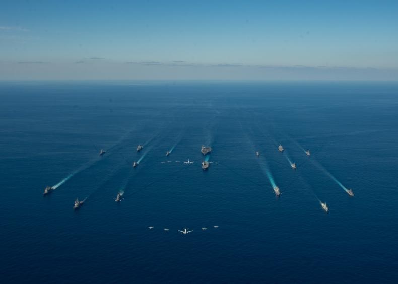 Wielkie manewry marynarki wojennej USA, Kanady i Japonii na Morzu Filipińskim [wideo] - GospodarkaMorska.pl
