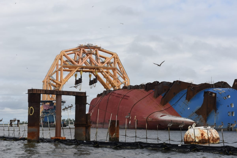 Gigantyczny ciężarowiec podniesie wrak samochodowca Golden Ray (foto, wideo) - GospodarkaMorska.pl
