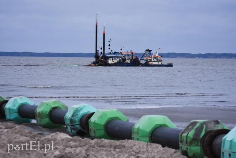 Urząd Morski w Gdyni poszerza plażę w Kadynach [foto] - GospodarkaMorska.pl