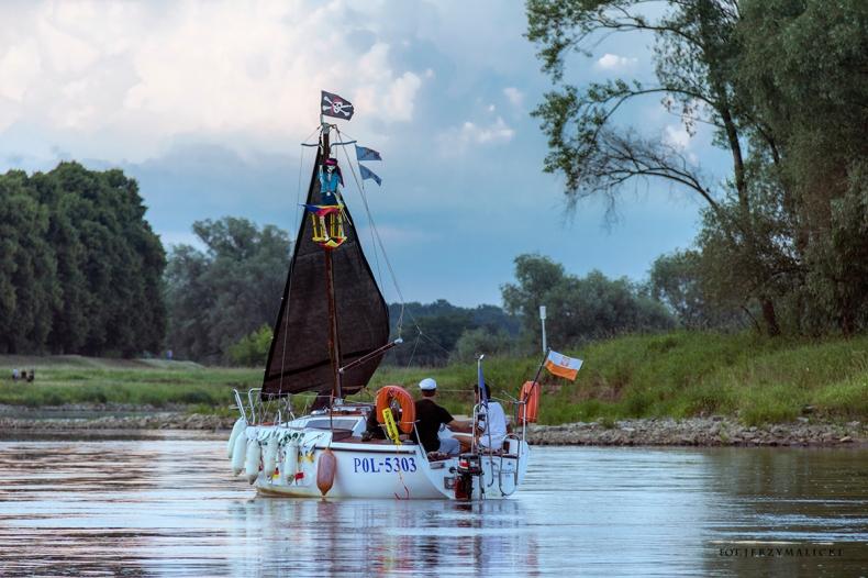 Śluzy Guzianka I i Guzianka II obsłużyły latem rekordową liczbę statków i jachtów - GospodarkaMorska.pl