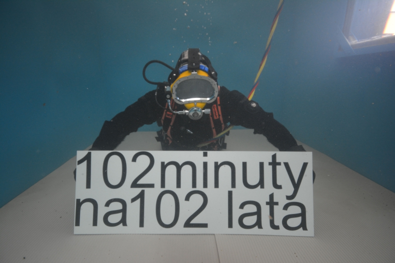 102 minuty na 102 lata - nurkowanie dla Niepodległej - GospodarkaMorska.pl