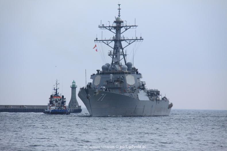Amerykański niszczyciel USS Ross wszedł do gdyńskiego portu (foto) - GospodarkaMorska.pl