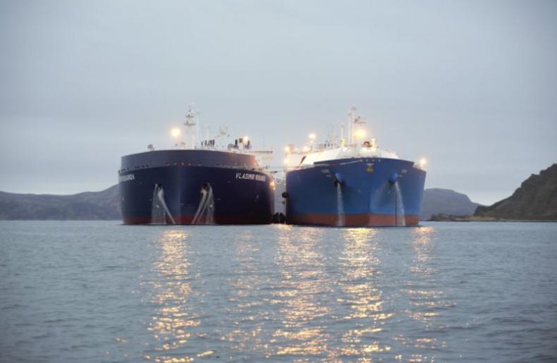 Rosyjski Novatek rozpoczął przeładunki LNG ze statku na statek w Murmańsku - GospodarkaMorska.pl