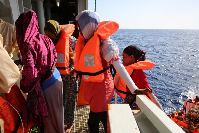 Kraje południa Europy naciskają na obowiązkową relokację w pakcie migracyjnym - GospodarkaMorska.pl