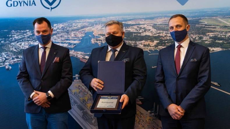 """Nagroda """"Symbol Polskiego Sukcesu 2020"""" dla Portu Gdynia! (foto, wideo) - GospodarkaMorska.pl"""
